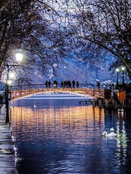 "MB Photo Channel sur Twitter : ""Pont des Amours à Annecy (Bridge of Love in Annecy), France by Capucine Lambrey http://t.co/LsMtRvU0FP"" 