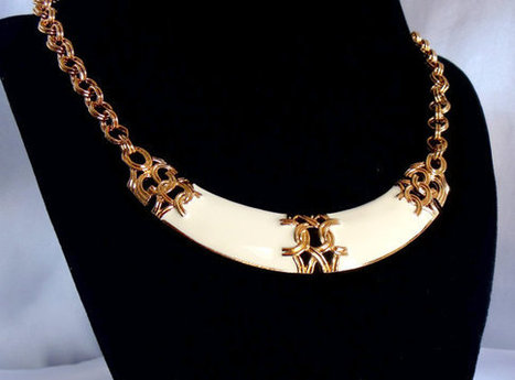 """AVON  White and Gold Necklace """"Perusian""""   Vintage Jewelry   Scoop.it"""