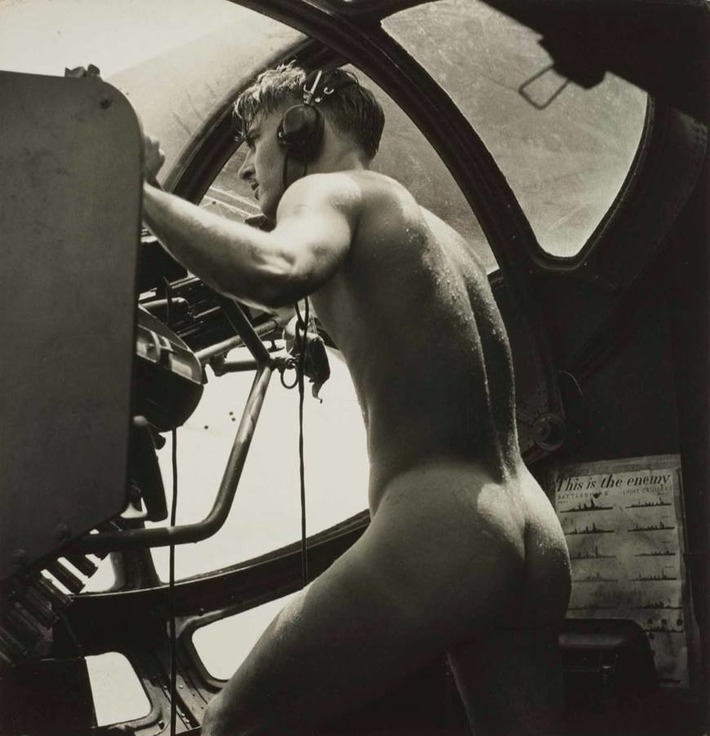 In the heat of battle, photographer Horace Bristol captured one of the most unique and erotic photos of WWII. | Sex History | Scoop.it