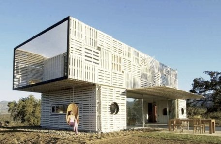 Manifesto house made with pallets and shipping containers - Recyclart | Récupération et valorisation des palettes | Scoop.it