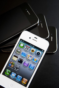 Apple Said to Plan Overhaul of IPhone With Bigger Screen - Bloomberg | Apple Devices | Scoop.it