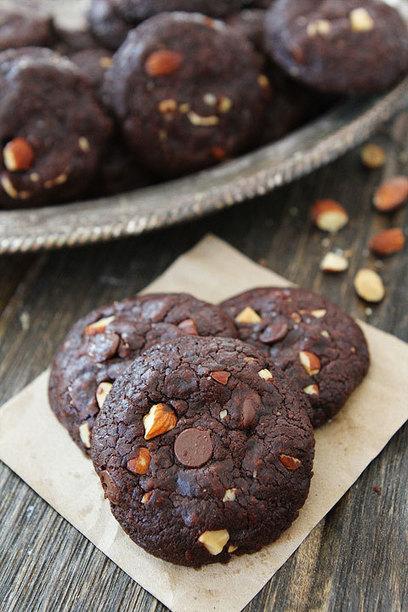 Vegan Chocolate Almond Cookies   Two Peas & Their Pod   My Vegan recipes   Scoop.it