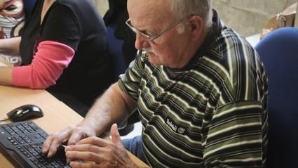 Les vieux aussi se mettent à l'informatique - Le Miroir Mag | Seniors | Scoop.it