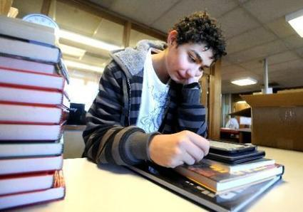 Platt Middle School's library using Nooks to get kids reading | AdLit | Scoop.it
