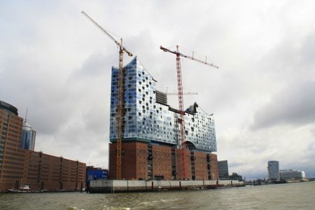 Herzog & de Meuron's, enormous crystalline glass structure of Elbphilharmonie to be Completed by 2017... | The Architecture of the City | Scoop.it
