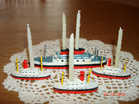 Vintage Wooden Boat Four Piece Birthday Candle Holder Set From The 1950's - Vintage Birthday Cake Decorations - Cake Decorations | Antiques & Vintage Collectibles | Scoop.it