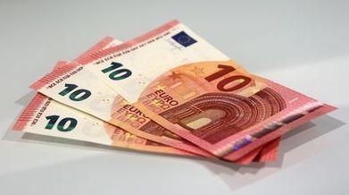 El BCE regala 5 iPads mini a los mejores selfies en los que aparezca uno de los nuevos billetes de 10€ | RRPP online | Scoop.it