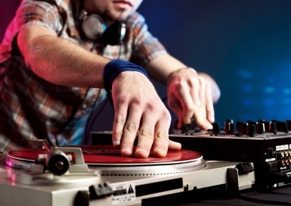 """Content Curation for Twitter: How To Be a """"Thought Leader DJ"""" 