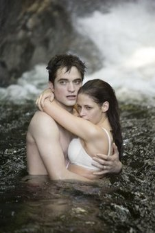 Movie Review - Twilight Breaking Dawn Part One | Machinimania | Scoop.it