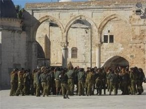 Over 80 Israeli soldiers enter Aqsa compound | israel | Scoop.it