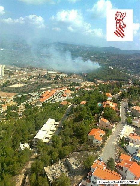 Incendios.-Medios aéreos y terrestres trabajan en la extinción del fuego en Gilet (Valencia) que ha desalojado 150 casas | Incendios forestales | Scoop.it