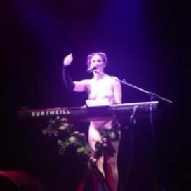 Amanda Palmer Gets Naked In Response To Daily Mail Nipple Story | Tracking Transmedia | Scoop.it