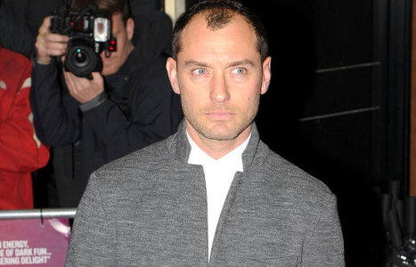Jude Law Posed For Hours At The Red Carpet Premire Of His New Movie!!!!! | Cricket Live Matches | Scoop.it