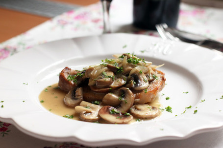 Oven Pork Chops with Thyme Scented Mushrooms | À Catanada na Cozinha Magazine | Scoop.it
