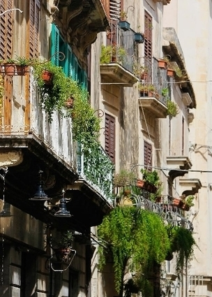 Sicily Tours   - Travellers tour old town of Syracuse in Sicily, Italy | Sicily Vacations | Scoop.it