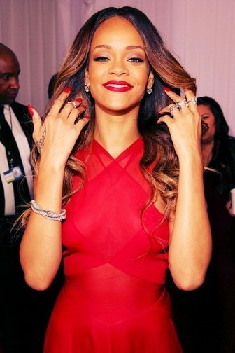 Video: Rihanna Chats With Ryan Seacrest at 2013 Grammy Awards! | Antônio jimenez! | Scoop.it