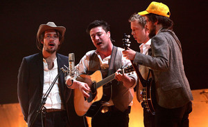 Watch Mumford & Sons, The Maccabees, Haim cover 'The Weight' by The Band | WNMC Music | Scoop.it