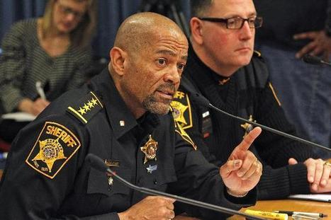 Sheriff David Clarke Urges Americans To Defend Themselves – Liberals Go Ballistic -Liberals Can Stay Defenseless Let Others Keep Their Right to Bear Arms | Littlebytesnews Current Events | Scoop.it