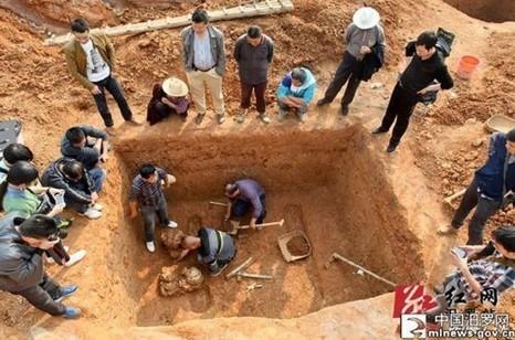Descubren brillante espada de hace dos mil años en tumba antigua de Miluo, Hunan (China) | HISTORIA | Scoop.it