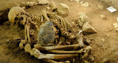 ESPAGNE : 6,400 Yr-Old Remains Found in 'Death Shroud' Inside Barcelona Cave | World Neolithic | Scoop.it