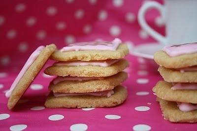 Petits biscuits roses | Desserts | Scoop.it