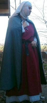 La mode vestimentaire au XIIe siècle - costumes féminins | le Moyen Age | Scoop.it