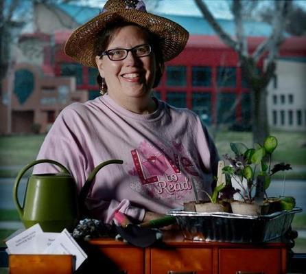 Julie Robinson starts seed library to facilitate home gardens - KansasCity.com | innovative libraries | Scoop.it