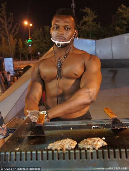 Chinese Fast-Food Stall Owner Hires Buff Male Model to Flip Burgers, Makes a Killing | Strange days indeed... | Scoop.it