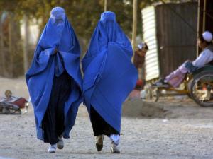 Un groupe musulman réclame l'interdiction du port en public de la burqa et du niqab | Think outside the Box | Scoop.it