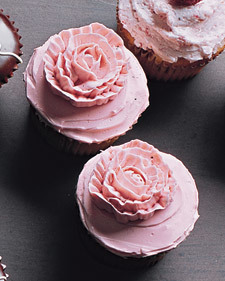 Piped-Rose Cupcakes | new baking ideas | Scoop.it