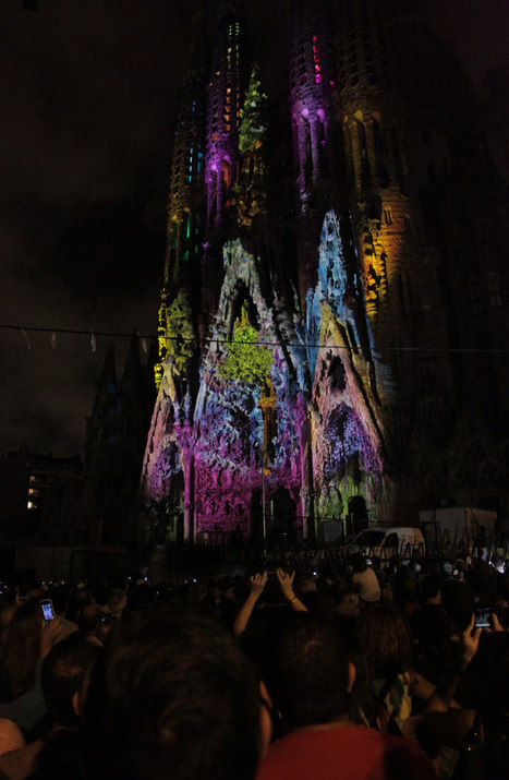 projection on the façade of gaudi's sagrada familia by moment factory | Light Art | Scoop.it