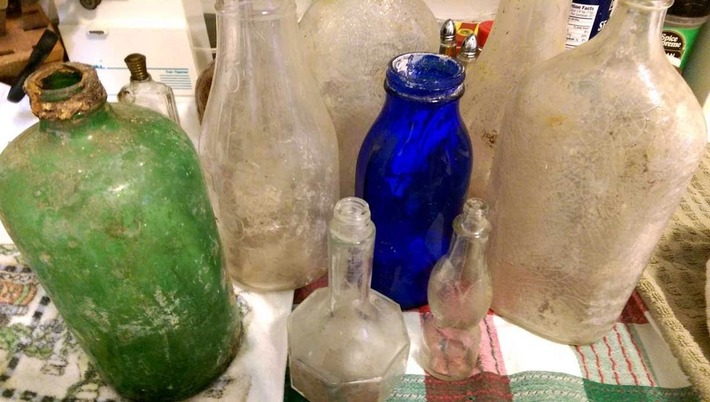 Things Your Grandmother Knew: Cleaning Antique Bottles Found In The Dirt | Antiques & Vintage Collectibles | Scoop.it