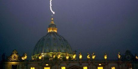 Quand la foudre s'abat sur le Vatican | Tout le web | Scoop.it