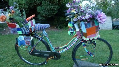 'Yarn-bombed' bike becomes Cambridge University artwork - BBC News | There's even some decent yarn-bombing going on here! | Scoop.it