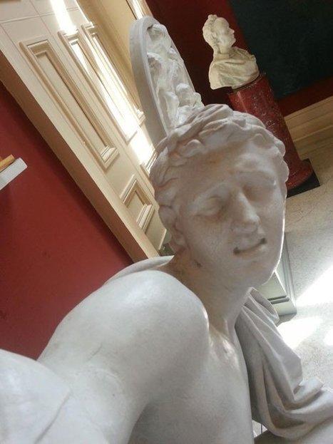 Lorsque des statues se prennent en Selfies… | ARTS, design, dessin, inspiration, tendances, BD, illustration, photographie | Scoop.it