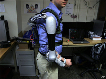 Students' robotic arm can make you stronger - KOMO News | world issues | Scoop.it