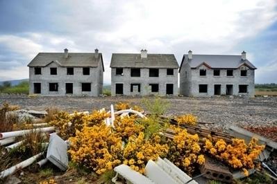 Urbanizaciones fantasma, cicatrices del 'boom' del ladrillo en el paisaje irlandés | arquitectura | Scoop.it