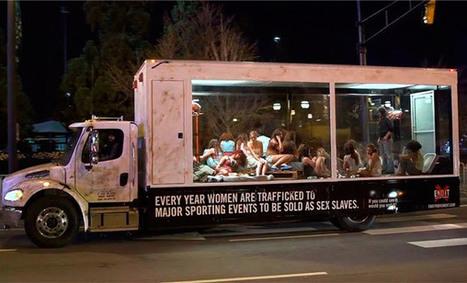 Outdoor ambulante choca ao denunciar o tráfico de mulheres ao vivo | Publicidade | Scoop.it