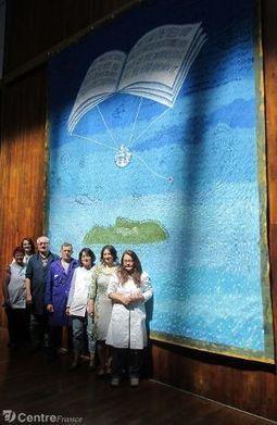 La tapisserie tissée à Felletin et financée par Paul Simon, Bono et David Evans, trône à Dublin | Pensez à réserver vos vacances en Creuse ! | Scoop.it