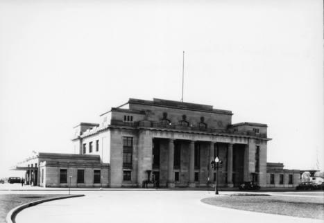 Gare Jean-Talon (7255, rue Hutchison), le 9 avril 1936   Photos ancestrales de Montréal   Scoop.it