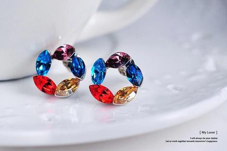 Delicate Leaf-shaped Swarovski Crystal Earrings - DearyBox | Jewellery On-line Boutique Shop | DearyBox.co.uk | Women's Earrings | Scoop.it