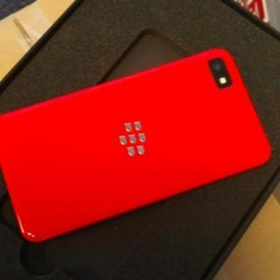 BlackBerry Offers Developers Limited Edition Red Z10 | Mobile Marketing Now | Scoop.it