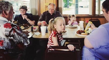 Le repas en famille, vaste sujet du photographe Douglas Adesko | Slate | Mémoire vive - Coté scoop.it | Scoop.it