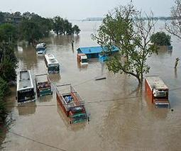 1,000 feared dead in Indian monsoon as army mobilizes | Sustain Our Earth | Scoop.it