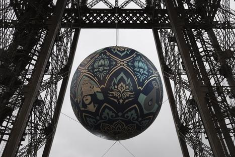 Shepard Fairey dévoile une sphère géante suspendue à la Tour Eiffel pour la COP21   La Tour Eiffel   Scoop.it