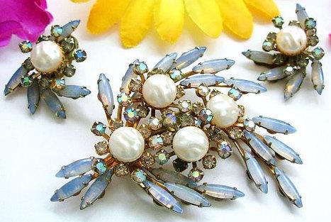 Vintage Brooch Earring Set Beau Jewels Signed Blue Givre Rhinestones Baroque Pearls Gold Metal BIG | vintage jewelry | Scoop.it
