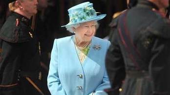 Queen 'should have Scottish coronation to symbolise role' | corona schools | Scoop.it
