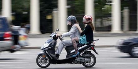 Hidalgo propose Scootlib', une moto en libre service, sur le modèle du Vélib' | L'actualité du transport de mars 2014 | Scoop.it
