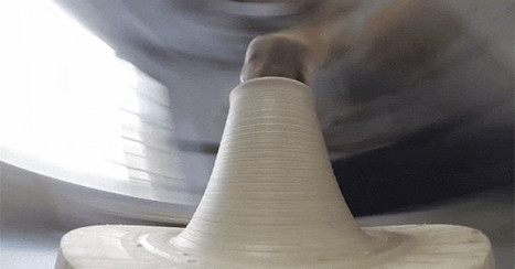 A Unique View of a Potter's Wheel Shaping Clay | Technological Sparks | Scoop.it