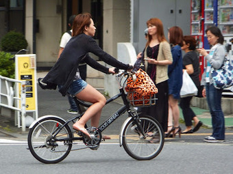 Japan's Stagnant Economy Strains Sidewalk Relations   Tokyo By Bike - Cycling News & Information from Japan   Tokyo By Bike   Scoop.it